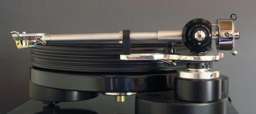 Tonearm-Illustrious-On-Deck-Side